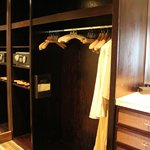 Junior Suite - Walk-in wardrobe