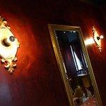 Une partie du salon Ashok's
