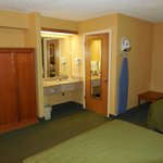 2 Queen Bed Room, lots of room, clean and accommodating!
