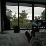 descansando en la cama