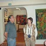 Atenta escucho su relato de sus comienzos en el arte textil