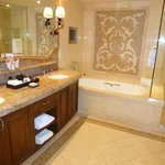 Bathroom Suite 514
