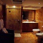 Bathroom, Room 401