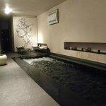 La piscine indoor avec jacuzzi