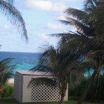 가든뷰 빌라에서 바라보이는 에메랄드빛의  카리브해