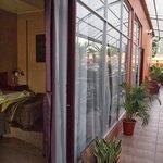 habitacion y terraza comunitaria