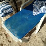 poor condition of cushions pool/beach