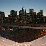 Manhattan de noche desde el puente de Brooklyn