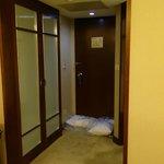 部屋から見た入口