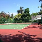 Surprisingly good tennis court, free rackets and balls