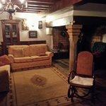Salón Principal acogedor con chimenea