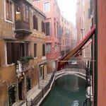 Vue du canal depuis la fenêtre de la chambre