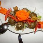 Schanklisch - libanesischer Altkäse mit Paradeisern, Zwiebel und Olivenöl