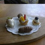 Complimentary desserts just arrived :)