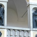 statue  nelle logge