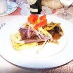 Bavette de boeuf au poivre rose, champignons Portobello, sauce au porto d'érable