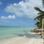 esto es caminando por la playa rumbo a la isla de la pasion