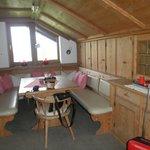 Comedor al lado de la cocina muy amplio y acogedor.