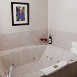 Wine Country Inn King Whirlpool Suite