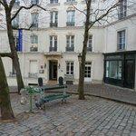 ingresso hotel, di fianco il Bateau-Lavoir