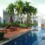 vista de las habitaciones con acceso directo a la piscina