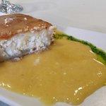 Queso frito Excepcionallll con panecillos variados