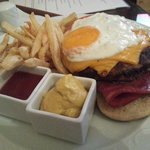 Pentelikon Burger Yummy