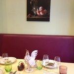 Une des tables, joliment décorée
