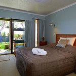 The Birches Queen double bed LED TV and DVD Private bathroom