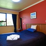 Cosy Nook Small En-Suite room LCD TV  & DVT Queen double bed very private  area