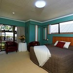 Mountain Splendour Top Room with every thing En-Suite  lcd tv  & DVD.