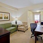 CountryInn&Suites Port Charlotte Suite