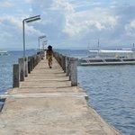 桟橋は非常に長い。800mほどか。