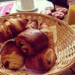 Breakfast/desayuno. Croissants calentitos mmmm