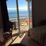 Greit og ryddig rom med god utsikt mot havet:-)