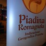 les representants de la piadina  romagnola mangaient ici
