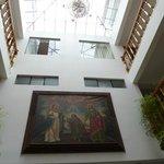 vista desde el lobby, hermosos cuadros tipicos del cusco
