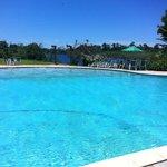 Vista do quioscão em frente a piscina