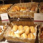 パンの種類も豊富で美味しい