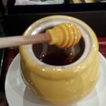 Honey presentation at the free morning coffee & tea service