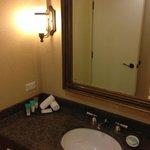 bathroom, no shower gel
