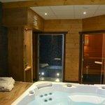 Espace détente (sauna, hammam et jacuzzi)