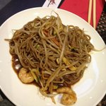 Yaki soba with vegetables and shrimps