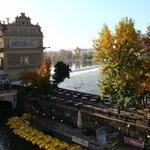 Вид на ресторан Лавка с Карлова моста