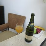 Mango juice & sparkling white wine