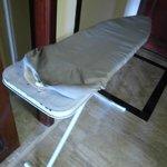 La tabla de planchar por arriba esa pinta y por abajo oxido.