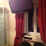 buen tamaño tele cuarto room 503