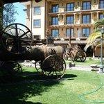 Im Innenhof: Alte Landwirtschaftsmaschinen