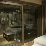 finestra con riflesso della camera
