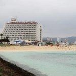 海中散歩道からのホテル